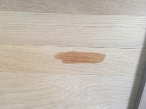 The first little bit of wax that I applied made the oak POP!