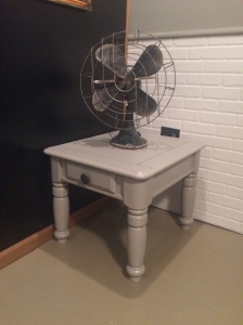 Finished table with the fan